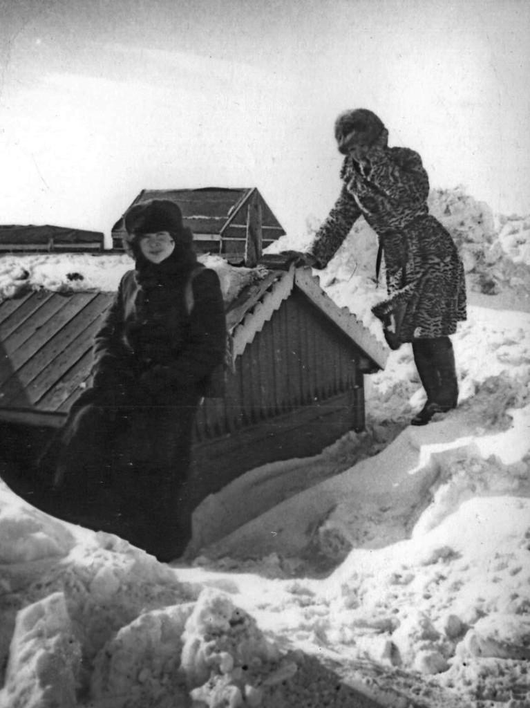 Чукотка Вон сколько снега намело