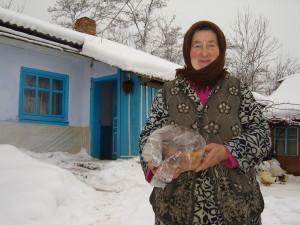 ПАНІ МАРІЯ дарує хліб